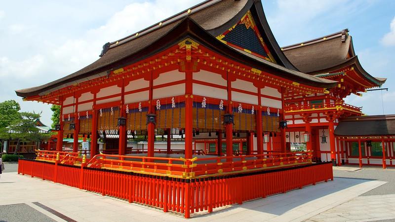 Fushimi Inari – ngôi đền nghìn cánh cổng thiêng
