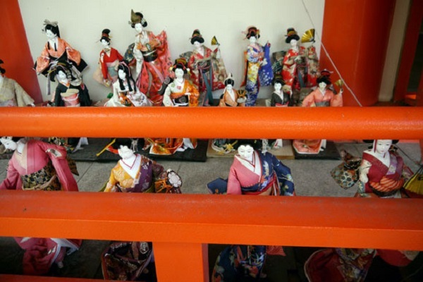 bup be nhat ban1 Awashima   Đền tưởng niệm búp bê Nhật Bản