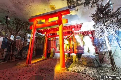 Bên trong bảo tàng sex bỏ hoang của Nhật