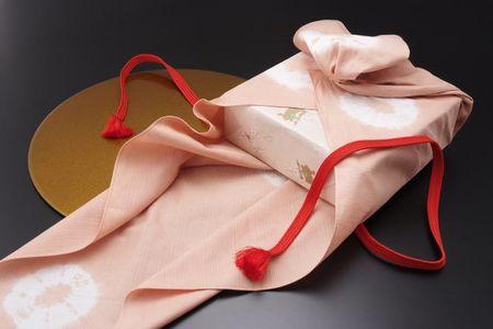 Furoshiki nhatban 7 Furoshiki: Vuông khăn Nhật Bản