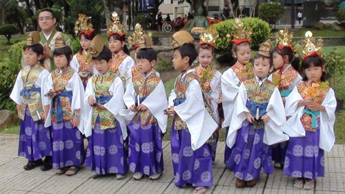 tam phat Lễ Phật đản ở Nhật.