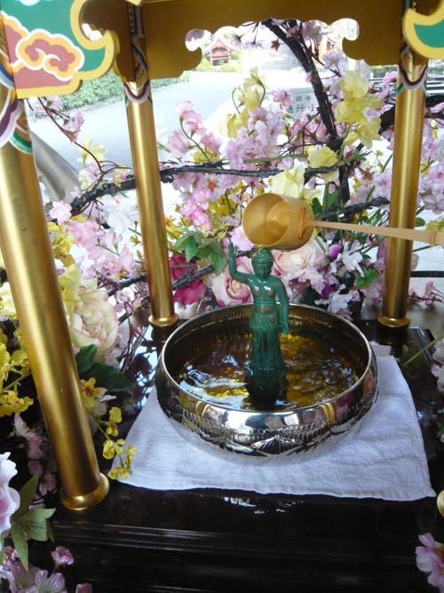 tam phat 1 Lễ Phật đản ở Nhật.