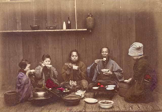 FamilyEating [Tổng Hợp]   Những bức ảnh về nước Nhật xưa