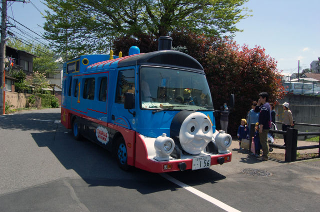 Thomas the TankEngine bus Những chiếc xe buýt đáng yêu tại Nhật Bản