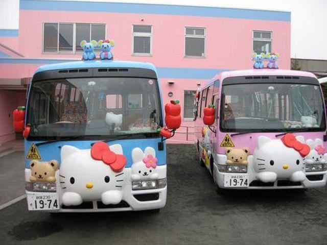 Hello Kitty bus Những chiếc xe buýt đáng yêu tại Nhật Bản