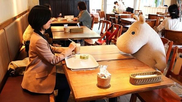 quan ca phe chong co don o nhat ban Quán cà phê chống cô đơn ở Nhật Bản