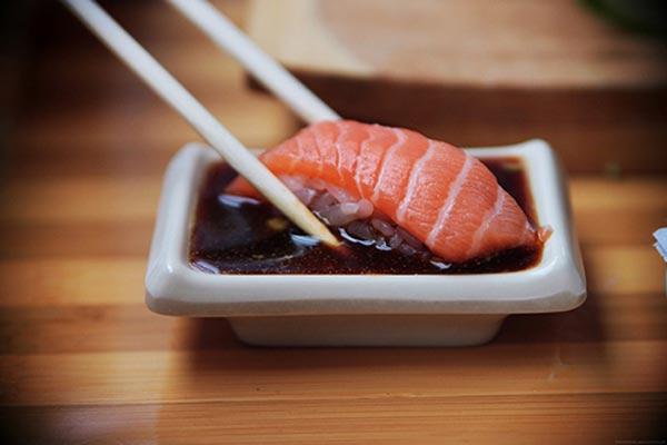 thuong thuc sushi nhat ban 7 Quy tắc chuẩn khi thưởng thức sushi Nhật Bản