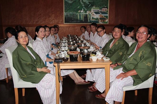 Den Nhat tam suoi nuoc nong va ngu phong Tatami Tắm suối nước nóng và ngủ phòng Tatami ở Nhật
