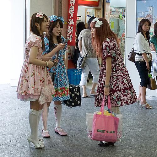 thoi trang Lolita nhatban 2 Thời trang Lolita ở Nhật Bản