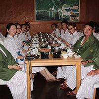 Tắm suối nước nóng và ngủ phòng Tatami ở Nhật