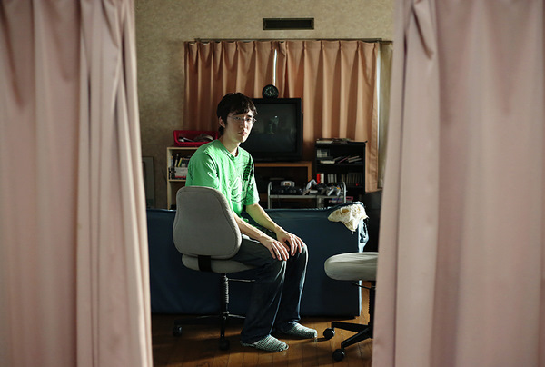Vén bức màn bí mật về cuộc sống lẩn khuất hàng chục năm trong những căn phòng của hơn triệu người Nhật