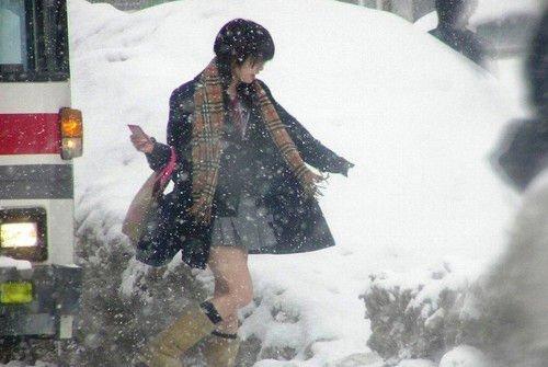 Váy ngắn tấp nập trên đường phố Nhật